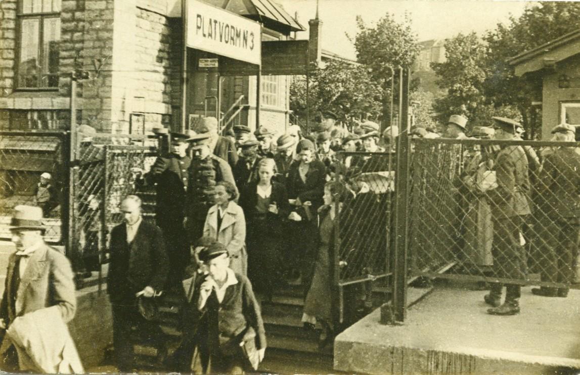 Foto: Balti jaam, pealeminek Nõmme elektrirongile u 1930.