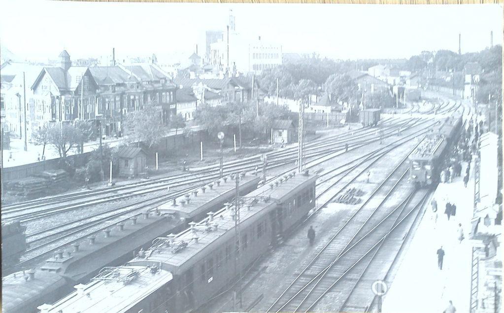 89bd53c572a Vana lammutatud kaubajaama asemele ehitati reisivagunitele reservteed, mis  kuni Teise ilmasõja lõpuni ulatusid Soo tänava alguseni välja.